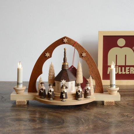 【クリスマス】尖塔アーチ型キャンドルスタンド 聖歌隊  ( 電池式キャンドル付き )