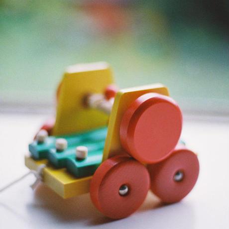 〈1才-〉【引いて歩く玩具】【音の玩具】【車】サウンドワゴン