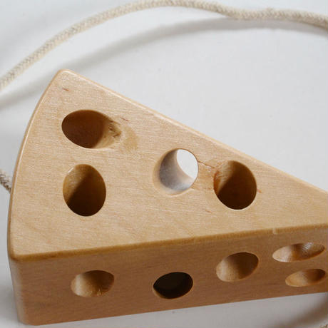 〈2才-4才〉ひも通し チーズとねずみ