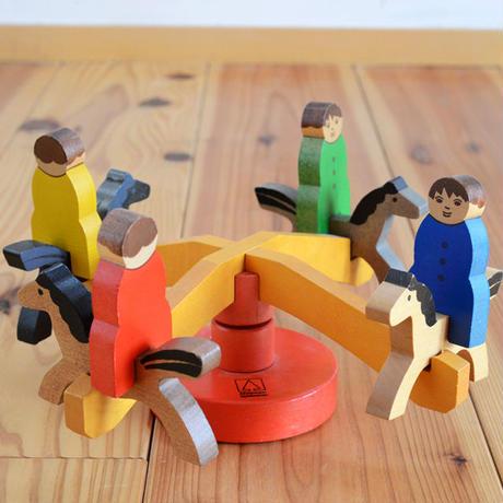 〈3ヶ月-〉【ベビー/動きの玩具】【立体パズル/組み立て玩具】メリーゴーランド(小)