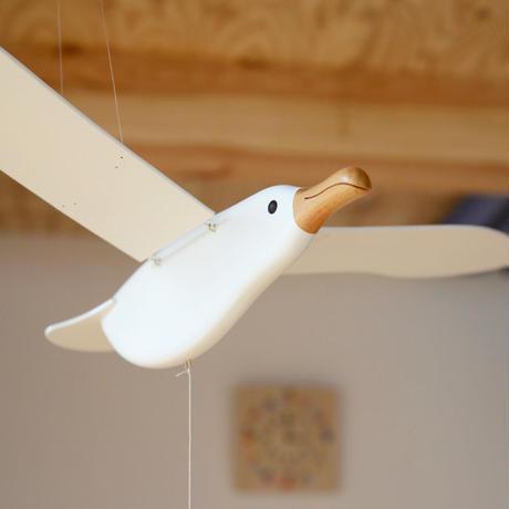 〈6ヶ月-大人〉【インテリア/モビール】【動きの玩具】かもめ(中) ※サイズ:翼の幅約76cm