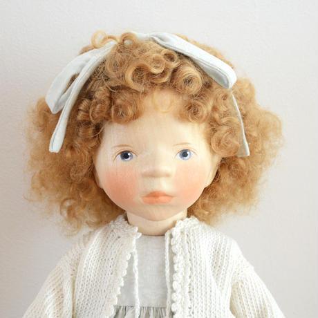 【ポングラッツ人形】花柄のワンピース 金髪のカーリーヘアの女の子