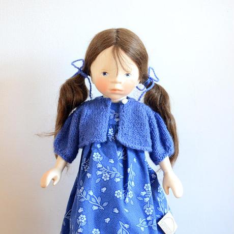 【ポングラッツ人形】青いワンピース 茶色いロングヘアの女の子