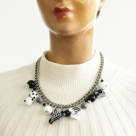 Monotone Necklace