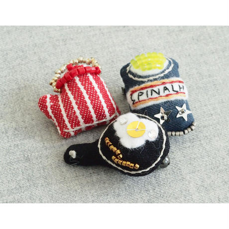 Miniature Frying Pan Brooch