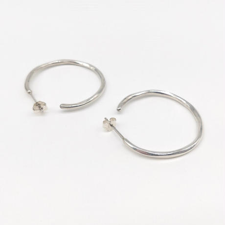 y.h.a accessories / ピアス / Silver Hammered-circle /M