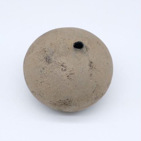 高田かえ / グレー土釉薬 石ころ花器・小 (実物写真542)