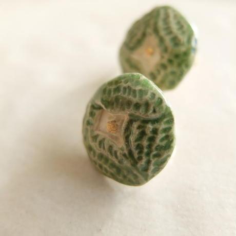 緑の花のイヤリング (陶)