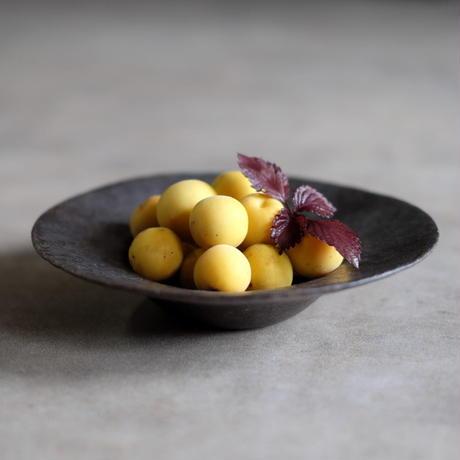 高田かえ 黒いリム皿(実物写真)