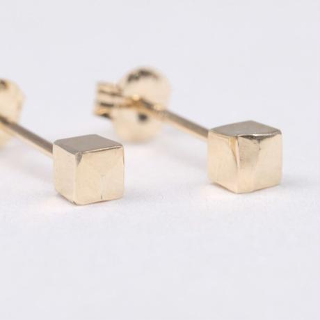 y.h.a accessories /  ピアス / K10・Hammered-cube(実物写真858)
