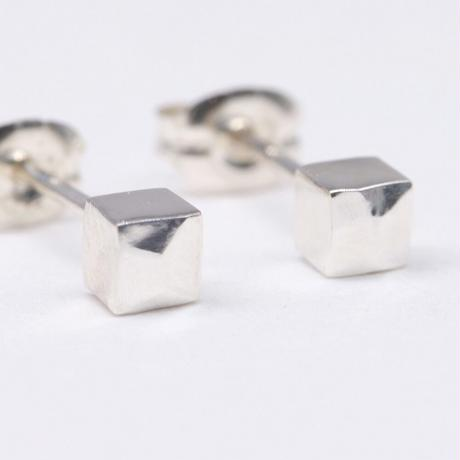 y.h.a accessories /  ピアス / Silver・Hammered-cube(実物写真857)