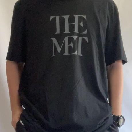 Metropolitan Museum of Art THE MET LOGO T-SHIRT