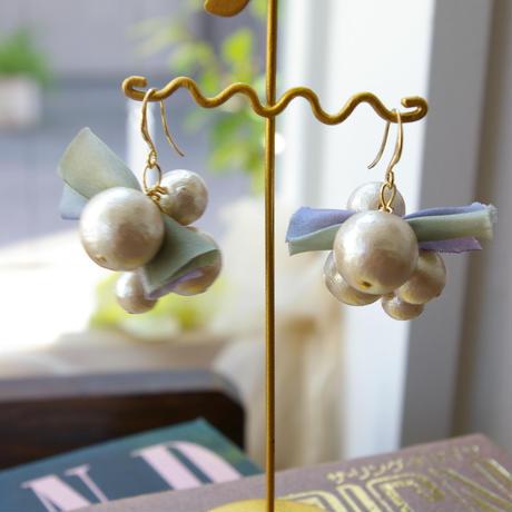 ribbon & pearl