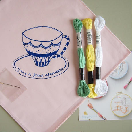 artist in|刺繍CAFE ハンカチキット<カップ>