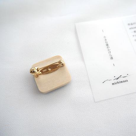 mikimichimasa|- 山野草図 - 紫 brooch BS-4