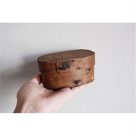 古い木の小物入れ