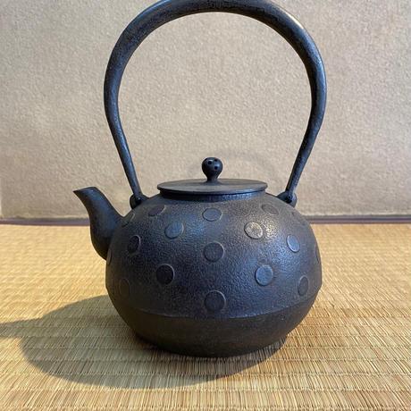 水玉紋丸形鉄瓶