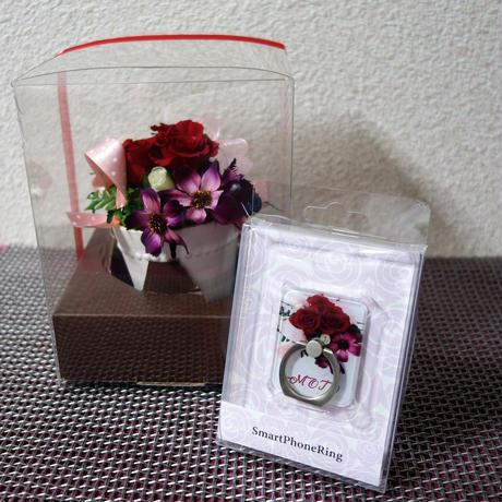 プリザーブドフラワー・赤いバラ と 同じ柄のスマホリング。