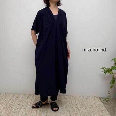 【レディス】mizuiro-ind(ミズイロインド) Vネックギャザードルマンワンピース 2-258381