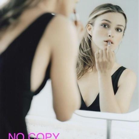 大きな写真、キーラ・ナイトレイ、鏡の中のカメラ目線