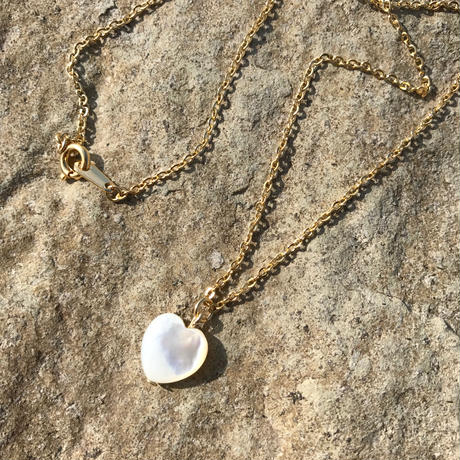 82 white shell heart necklace