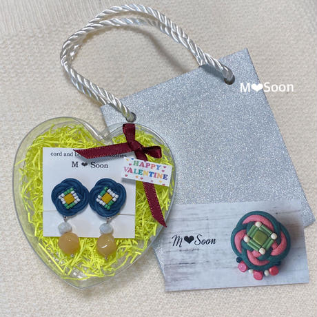 VALENTINE♡BOX 〜フラワー・ネイビー ピアス&イヤリング