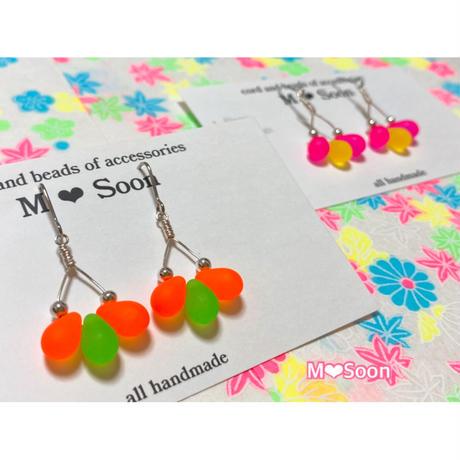 【neon drop・3粒】4color ピアス&イヤリング