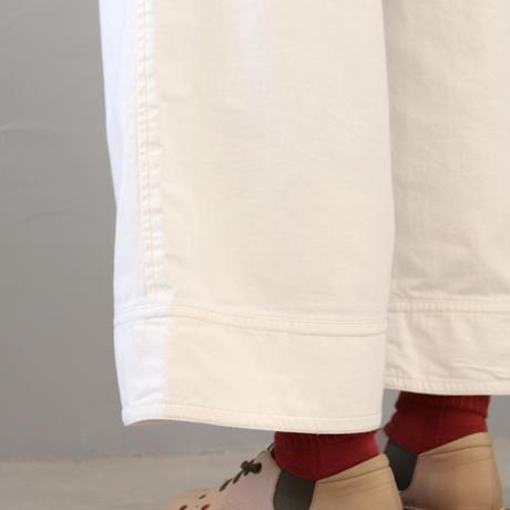 ふんわりデニムのワイドパンツ〈Cotton House Aya〉