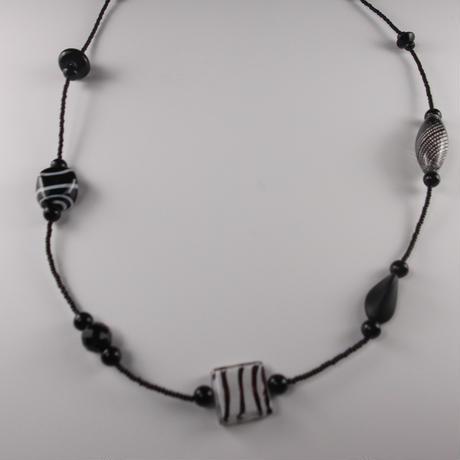 ムラノグラス ネックレス ブラック&ホワイト
