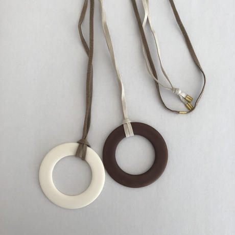 round  long necklace      brown×white