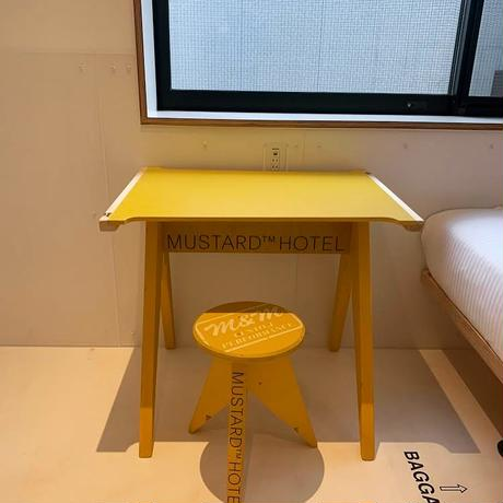 M&M -FURNITURE-  PC DESK & CIRCLE-STOOL SET Yellow
