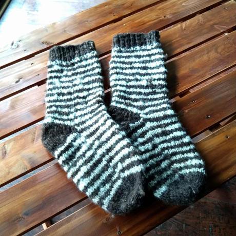 天然素材の手編みカバーソックス しましま