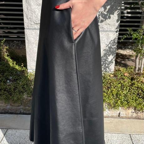 エコレザーセミフレアスカート (ブラック)