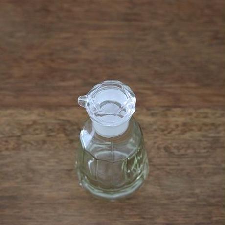 ガラスの醤油さし