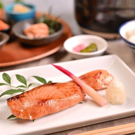 サーモンギフトセットB 【1202】(サーモン味噌漬4切 紅鮭ほぐし 神楽南蛮みそ いくら醬油漬)