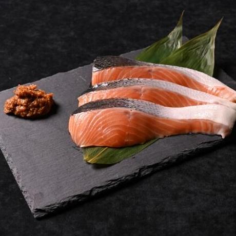 結(ゆい)B(生サーモン味噌漬3切、鮭の昆布巻1本)【918】
