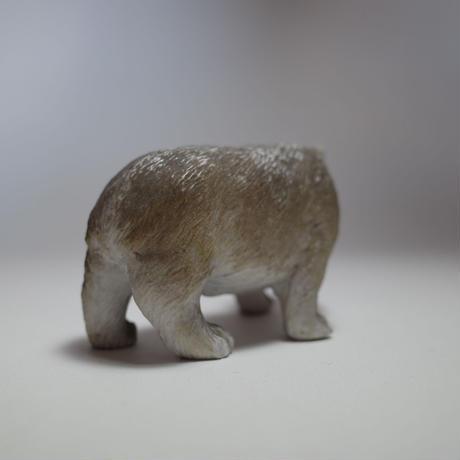 白い熊の磁器人形