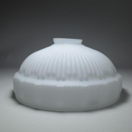 大正ロマン プレスガラスの乳白シェード