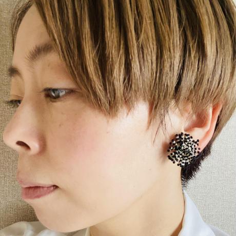 【ミミテチ】選択可/ピアスorイヤリング ブラック×ホワイト Mサイズ