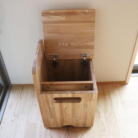 タモでできた収納付きボックスチェア