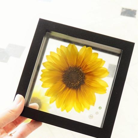 【名入れ】【送料無料】ひまわり プリザーブドフラワー sunflower ブラックフレーム フラワーギフト 向日葵 フラワーギフト 誕生石のモチーフクリスタルアクセサリー付き  のコピー