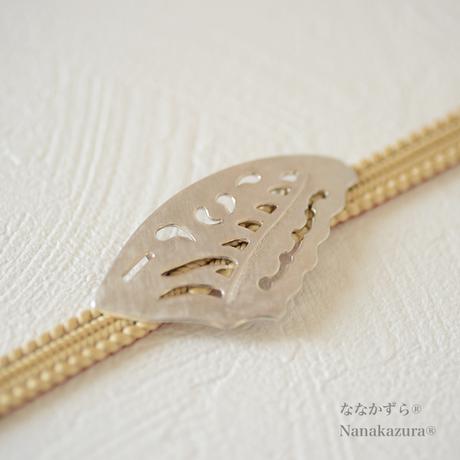 【 蝶の羽 帯留ペンダントトップ シルバー 】空を舞う蝶が羽を落として、浜辺の貝になりました。