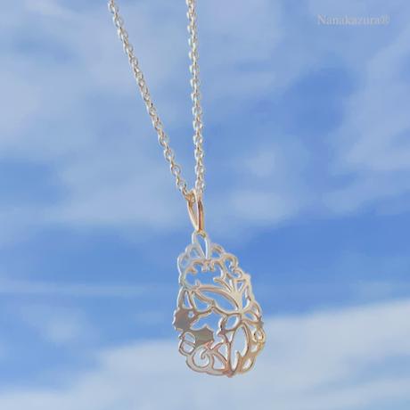 サンゴの中のハーモニー  ネックレス ( SILVER透かし彫り  蝶とタツノオトシゴ )