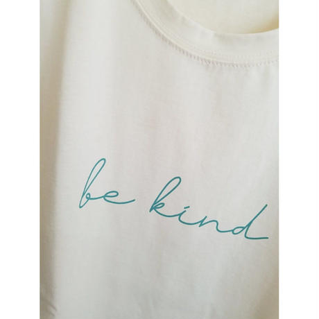 be kindロゴコットンTシャツ 白 クリーム