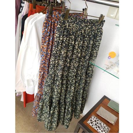 小花柄ティアードスカート オレンジ 黒ブラック