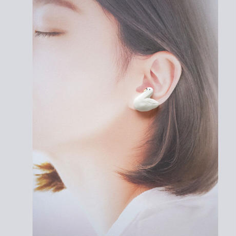 スワンと湖のダイヤ耳飾り