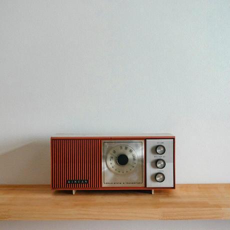 ヴィンテージ真空管ラジオ(赤)