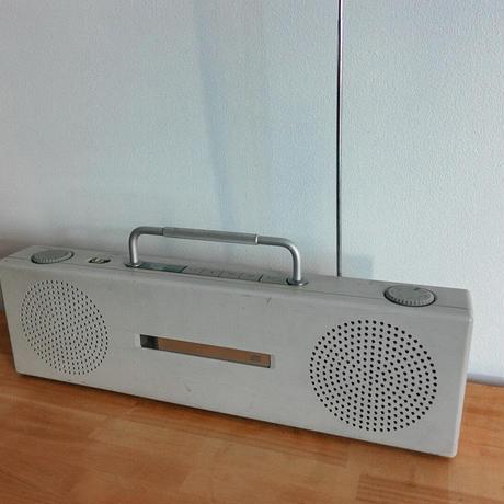 携帯用ラジオCDプレーヤー