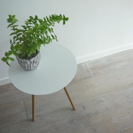 サイドテーブル(白丸)