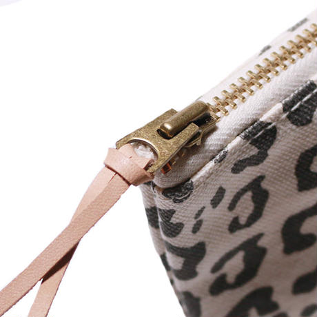 【THE SUPERIOR LABOR for woman】leopard pouch M(レオパード ポーチ M)